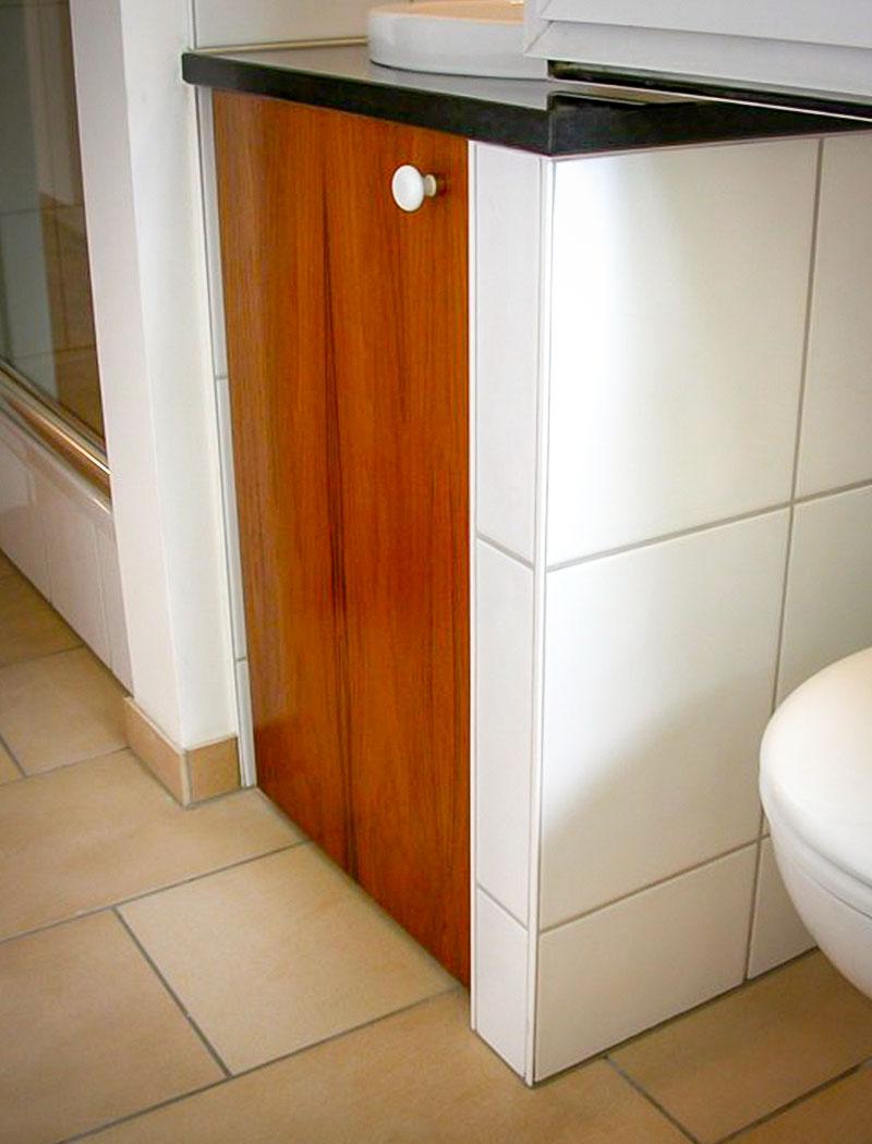 Eingebauter Badezimmerschrank